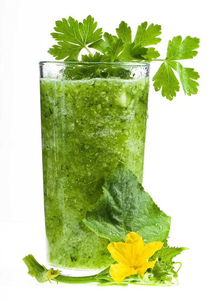 Köstlicher Green-Smoothie mit Blume